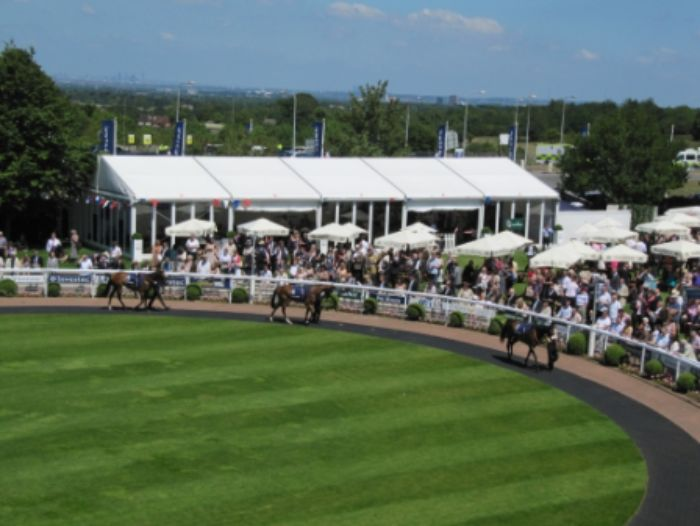 Bistro Bar - Parade Ring2