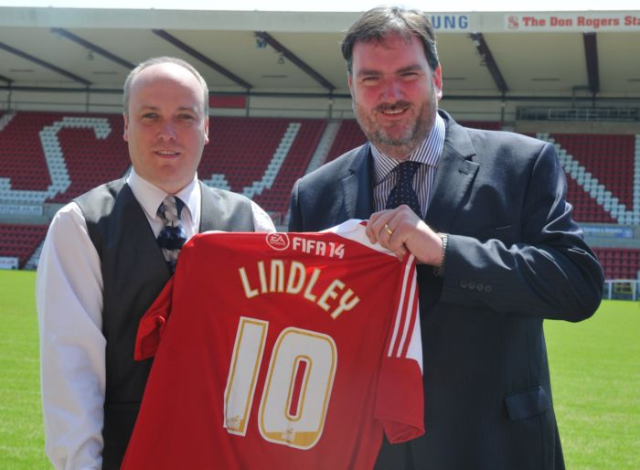 (L) Steve Murrall - General Manager, Swindon Town FC.JPG; Matthew Nicholson - Operations Director, The Midlands & South, The LIndley Group ev